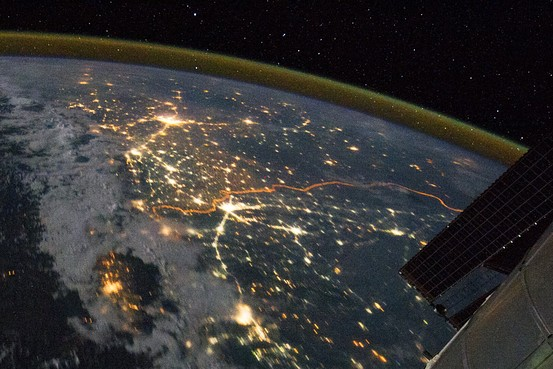 Srinagar left, then Delhi center, and Lahore right under thick Orange India Pakistan border.