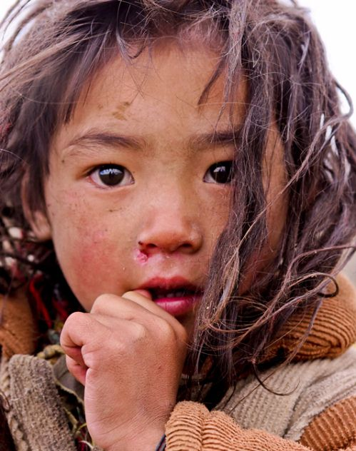 Sichuan, Khampa nomads. This girl was found between Litang and Xiangcheng in China.
